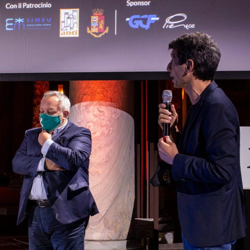 """Stefano Bruno Galli (Assessore alla Cultura, regione Lombardia) e Gianluca Galimberti (sindaco di Cremona) durante la presentazione del docufilm """"A Viso Aperto"""""""