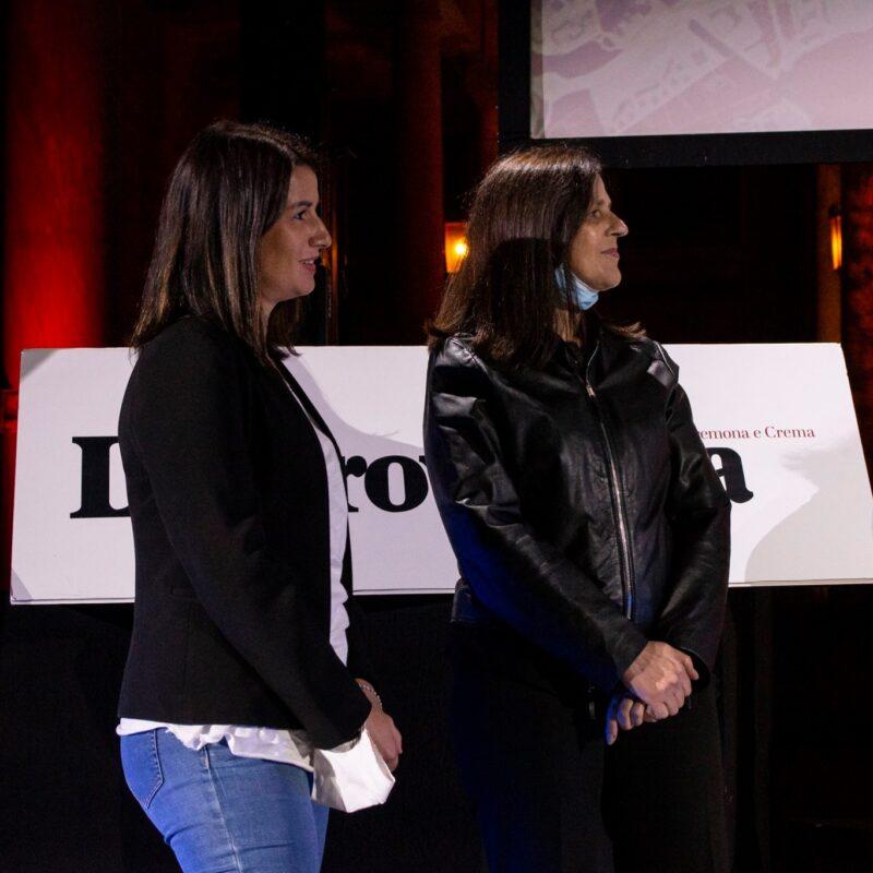 """Helene Pacitto (voce narrante della scena di apertura) Natascia Turato (autrice) durante la presentazione del docufilm """"A Viso Aperto"""""""