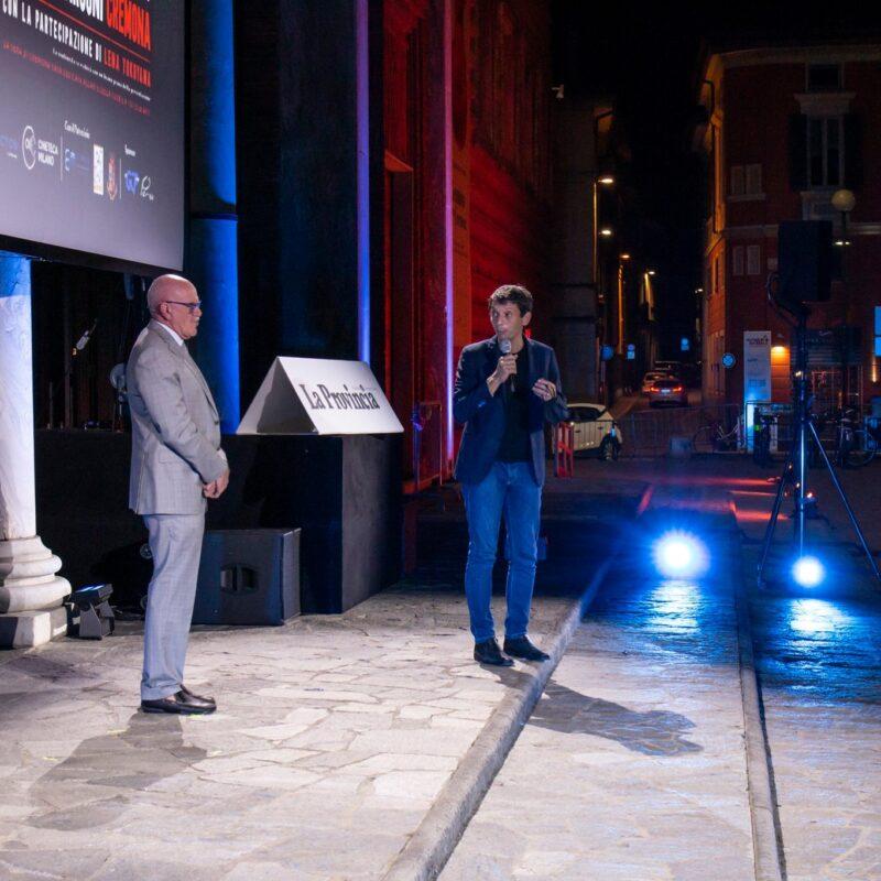 """Giuseppe Rossi (Direttore Generale dell'Ospedale di Cremona) e Gianluca Galimberti (sindaco di Cremona) durante la presentazione del docufilm """"A Viso Aperto"""""""