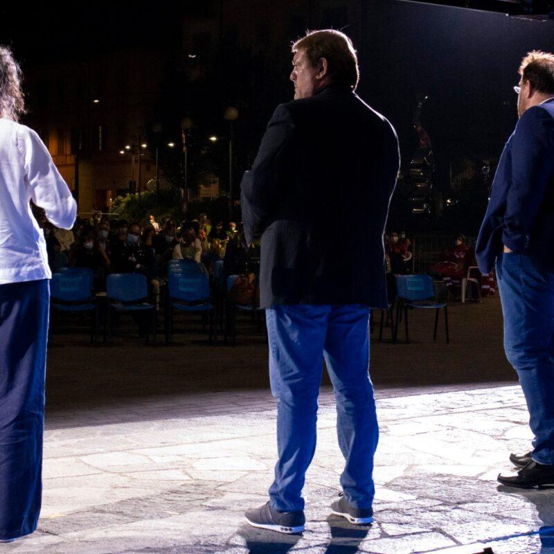 """Stefania Mattioli (responsabile della comunicazione Ospedale Maggiore di Cremona), Ambrogio Crespi (regista) e Luigi Crespi (autore) durante la presentazione del docufilm """"A Viso Aperto"""""""