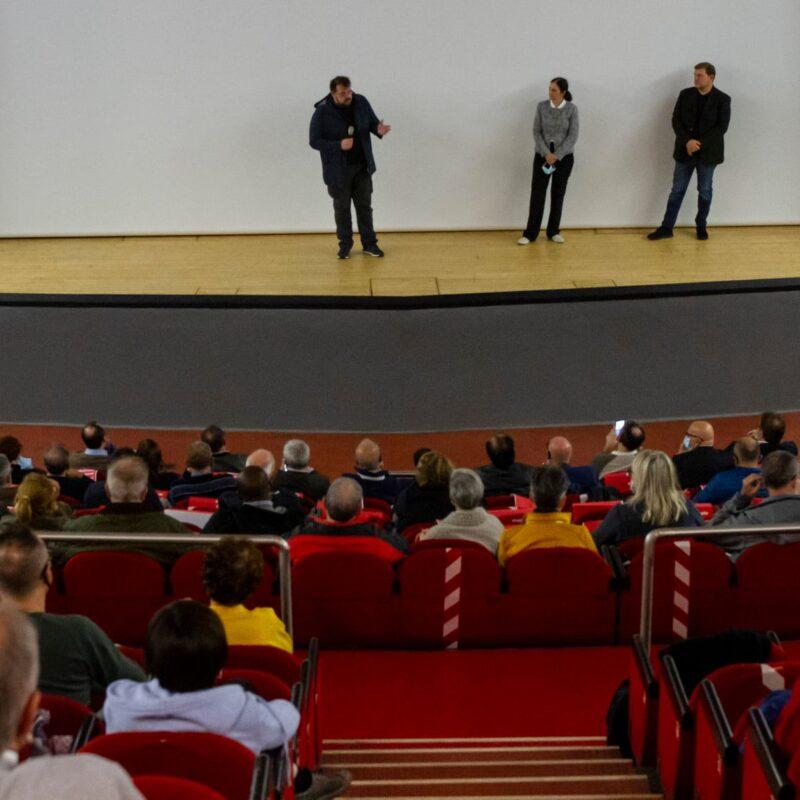 """Luigi Crespi (autore), Natascia Turato (autrice) e Ambrogio Crespi (regista) durante la presentazione del docufilm """"A Viso Aperto"""""""