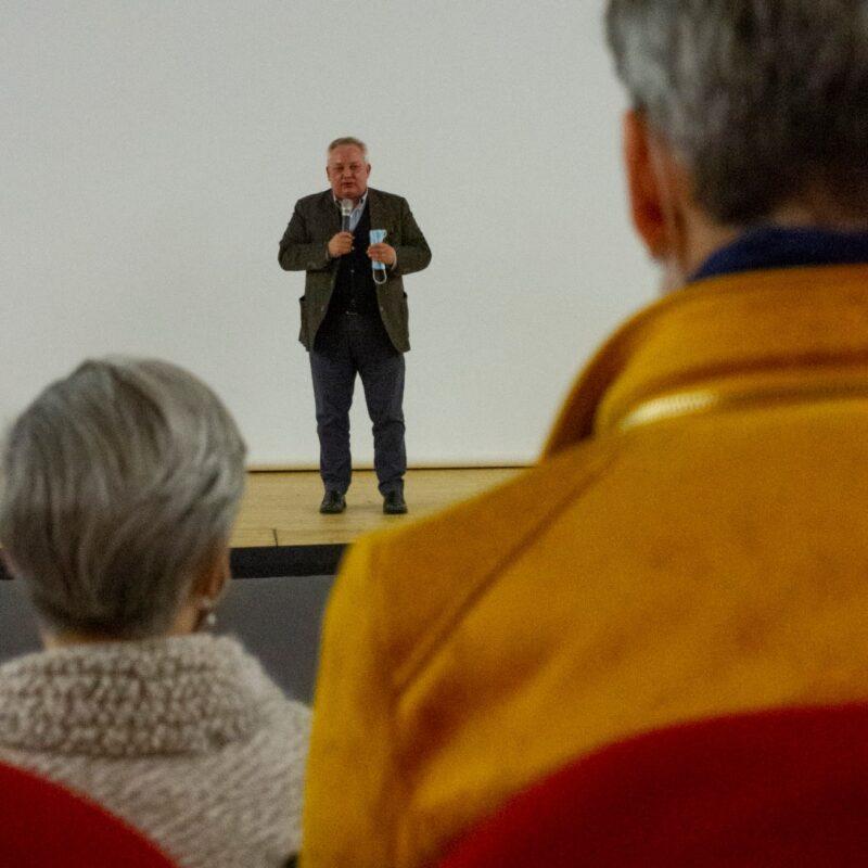 """Stefano Bruno Galli (Assessore alla Cultura, regione Lombardia) durante la presentazione del docufilm """"A Viso Aperto"""""""