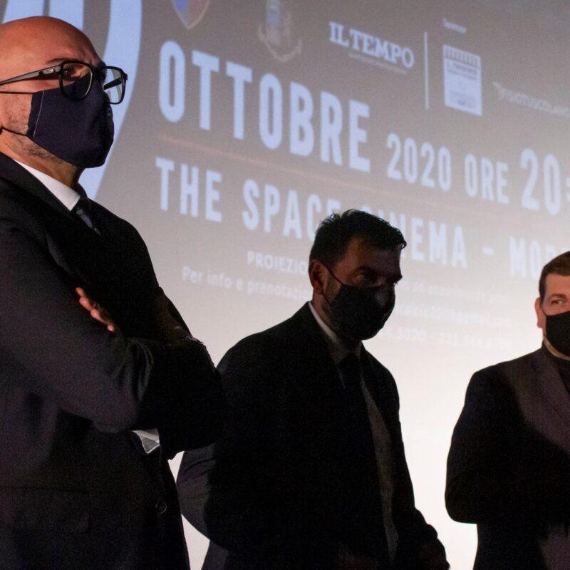 """Mario Connola e Franco Lembo (Assocentauri Calcio ASD) e Ambrogio Crespi (regista) durante la presentazione del docufilm """"A Viso Aperto"""""""