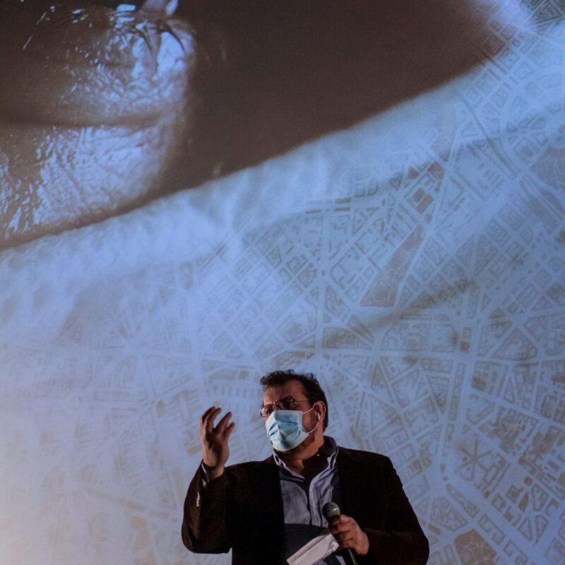 """Luigi Crespi (autore) durante la presentazione del docufilm """"A Viso Aperto"""""""