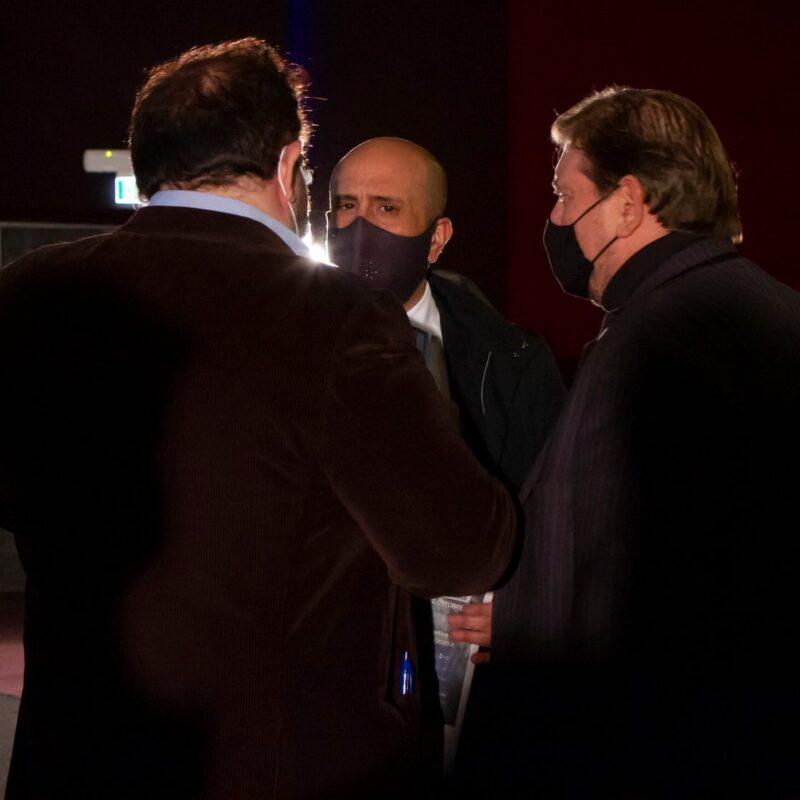 """Luigi Crespi (autore), Marco Lombardi (Amministratore delegato Proger S.p.A.) e Ambrogio Crespi (regista) durante la presentazione del docufilm """"A Viso Aperto"""""""
