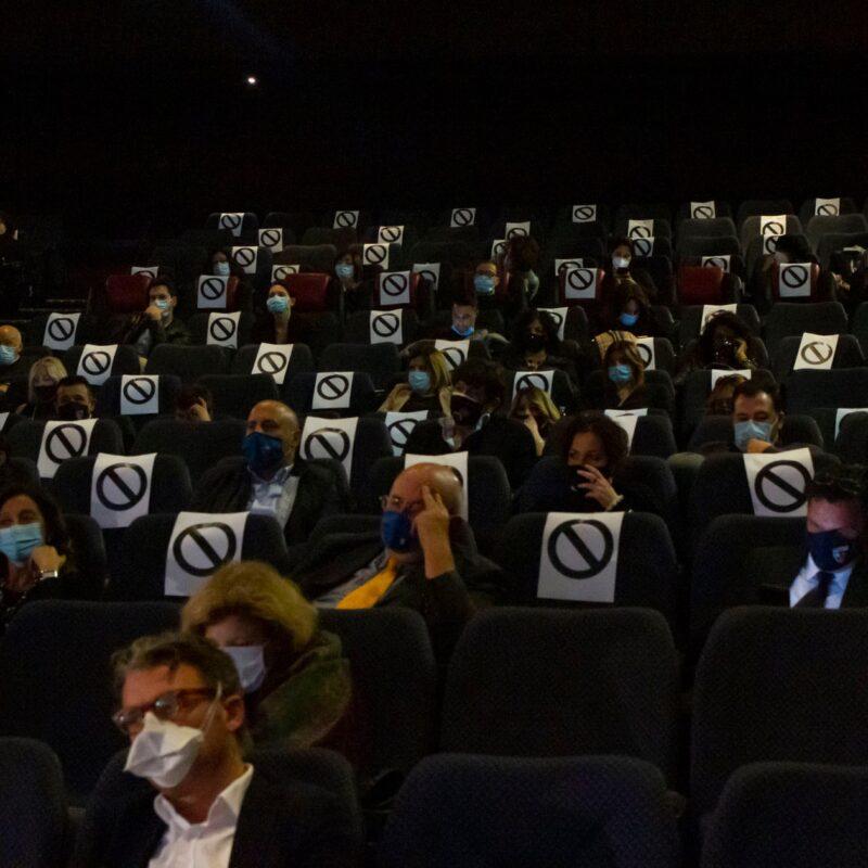 """Il pubblico del Cinema The Space durante la presentazione del docufilm """"A Viso Aperto"""""""