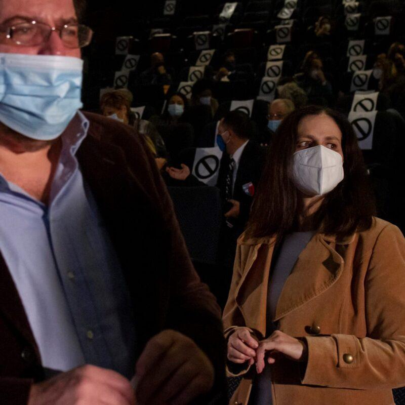 """Luigi Crespi (autore) e Natascia Turato (autrice) durante la presentazione del docufilm """"A Viso Aperto"""""""