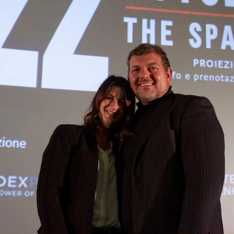 """Helene Pacitto (voce narrante scena iniziale docufilm) e Ambrogio Crespi durante la presentazione del docufilm """"A Viso Aperto"""""""
