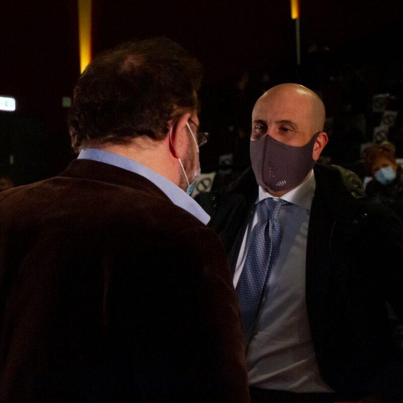 """Luigi Crespi (autore) e Marco Lombardi (Amministratore delegato Proger S.p.A.) durante la presentazione del docufilm """"A Viso Aperto"""""""